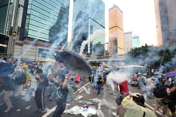 hk_tear_gas1