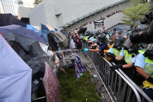 hk_tear_gas2