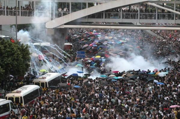 hk_tear_gas3
